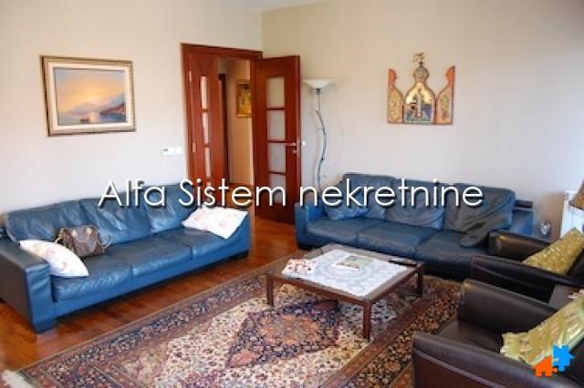Stan Četvorosoban Dedinje 900 EUR