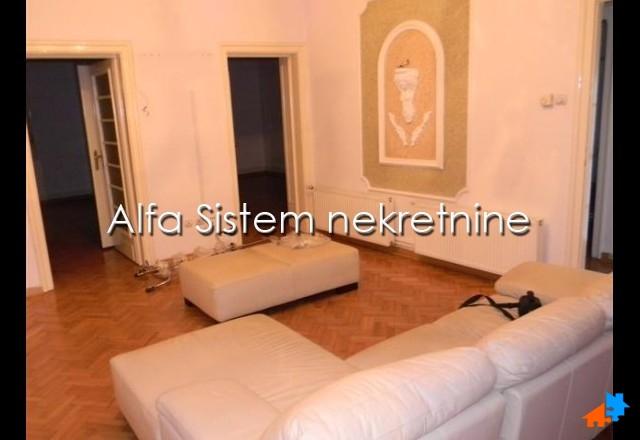 Stan Troiposoban Centar Strogi Centar 650 EUR