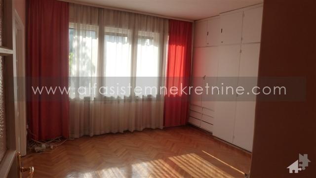 Kuća,Voždovac,800 EUR