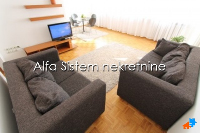 Stan Četvorosoban Centar Strogi Centar 750 EUR