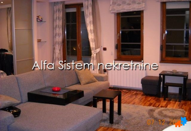 Stan Dvosoban Crveni krst 380 EUR