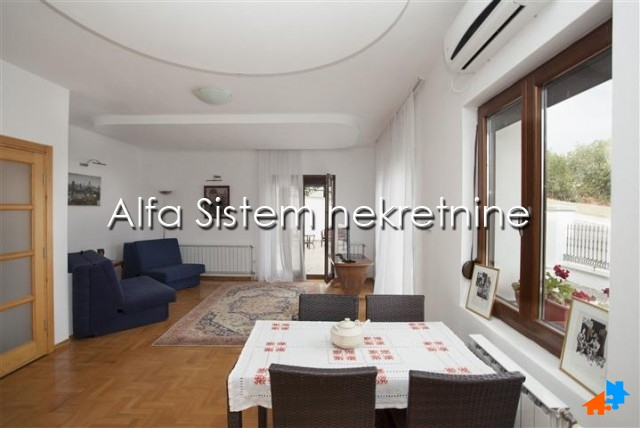 Kuća Dedinje 1300 EUR