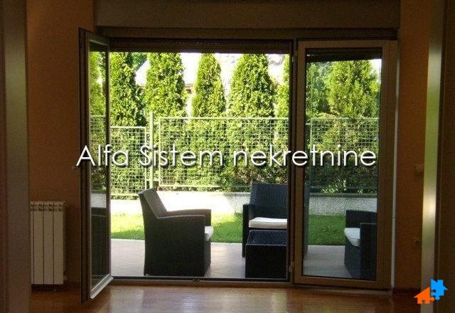 Kuća,Dedinje,1700 EUR