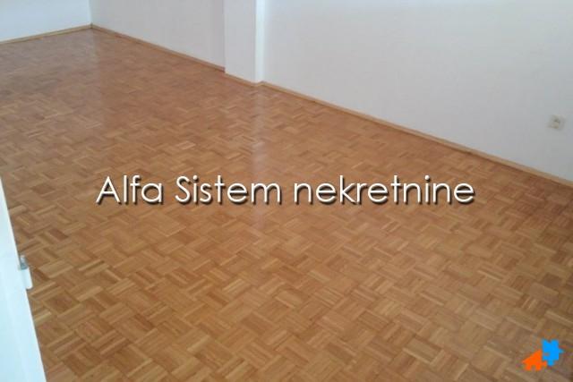 Stan Dvosoban Novi Beograd Sava Centar 400 EUR