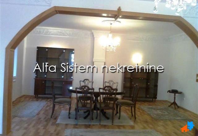 Kuća Zemun 800 EUR