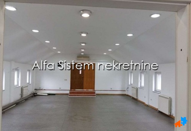 Poslovni prostor Šumice 800 EUR
