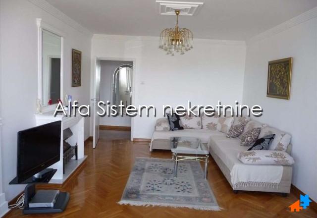 Stan , Beograd (grad) , Izdavanje   Stan Trosoban Novi Beograd Blokovi 750 Eur
