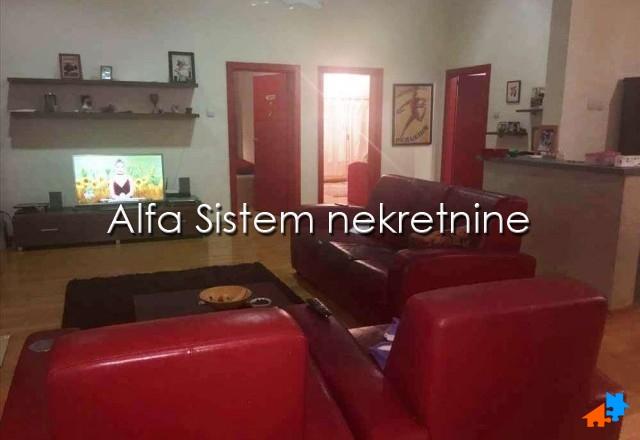Stan Četvorosoban Crveni krst 650 EUR