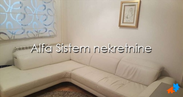 Stan Jednoiposoban Đeram pijaca 350 EUR