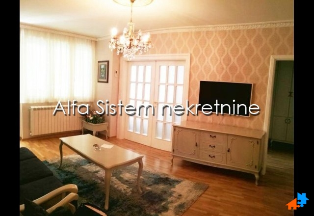 Stan Dvosoban Centar Strogi Centar 750 EUR