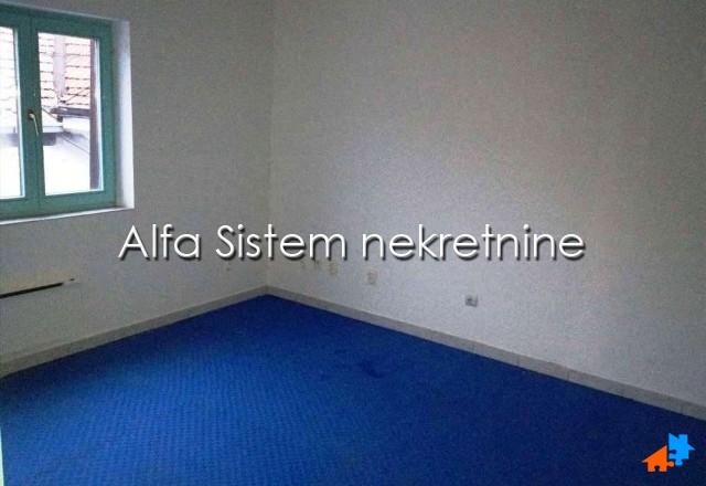 Poslovni prostor Đeram pijaca 450 EUR
