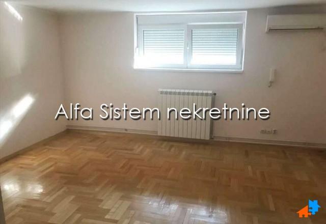 Poslovni prostor Centar Palilula 600 EUR