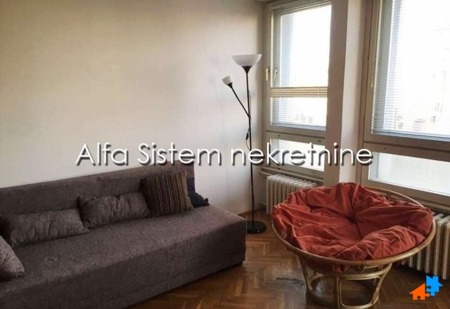 Stan Jednoiposoban Centar Stari grad 400 EUR