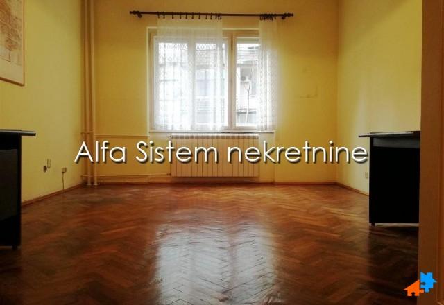 Stan Dvoiposoban Centar Stari grad 380 EUR