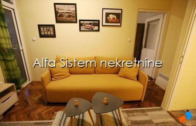 Stan Jednoiposoban Centar Stari grad 320 EUR