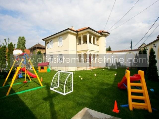 Kuća,Autokomanda,2700 EUR